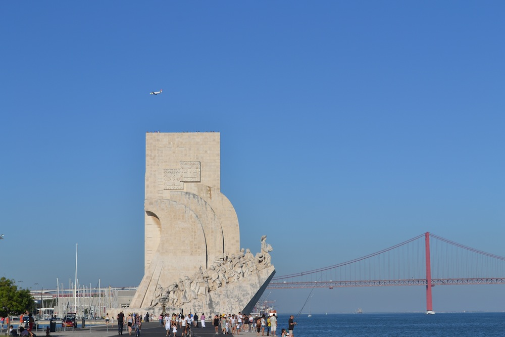monumentul navigatorilor si podul 25 aprilie