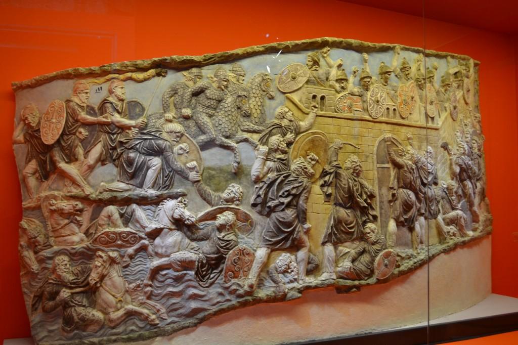 Detaliu de pe Columna lui Traian, in Colosseum
