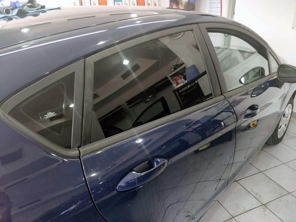 Autocolantul de omologare folie auto pe geamul lateral mic