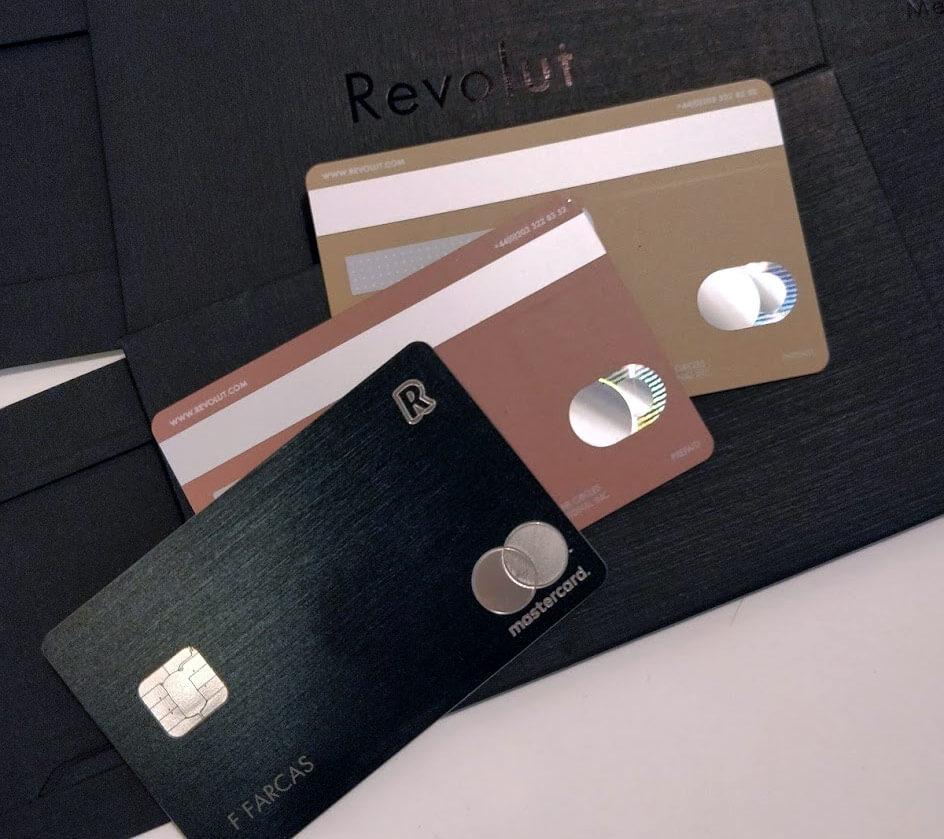 Cardurile Revolut Metal: Black Fața - Pink și Gold verso