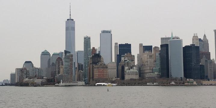 Priveliștea spre Manhattan când iei feribotul Staten Island