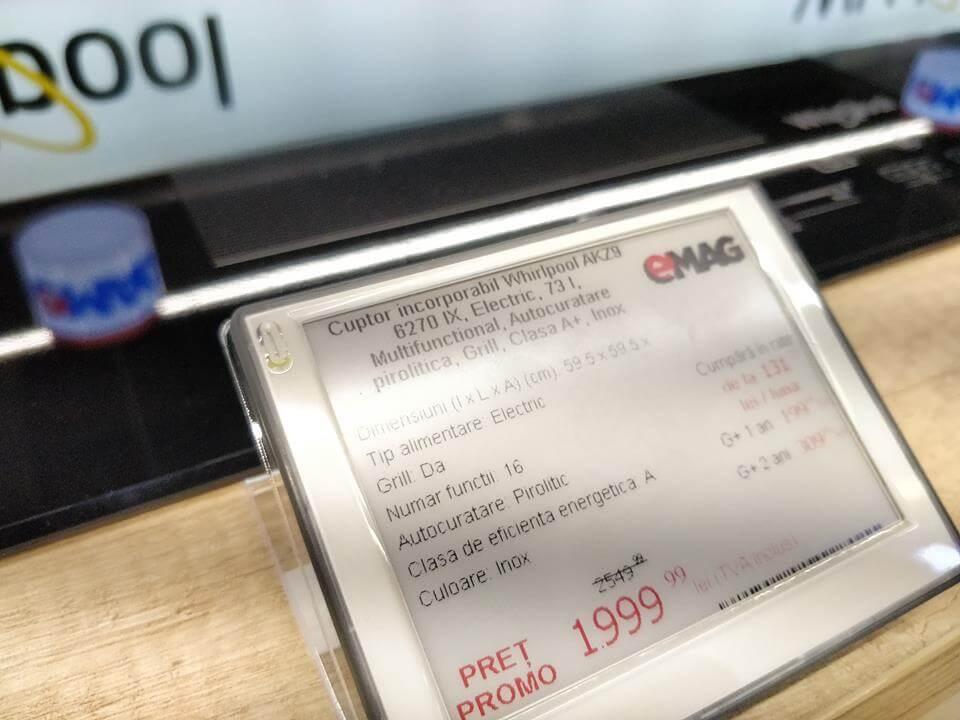 Afisaj digital de prețuri în showroom eMAG cu dispozitive eInk