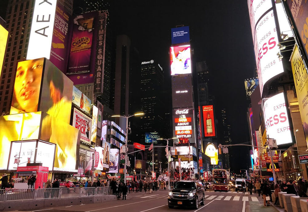Times Square noaptea în extra-sezon